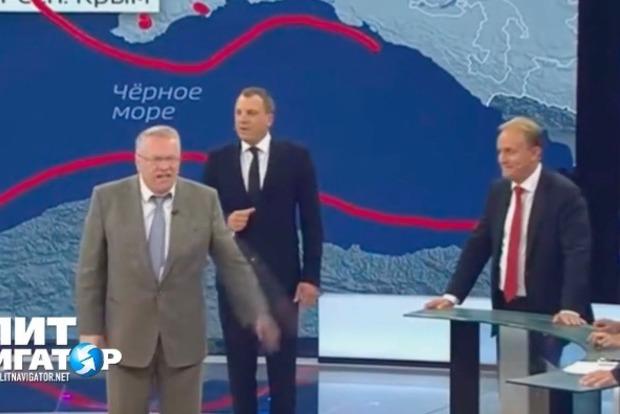 «Разошелся ненашутку»: Жириновский вбассейне смолодыми однопартийцами удивил соцсети