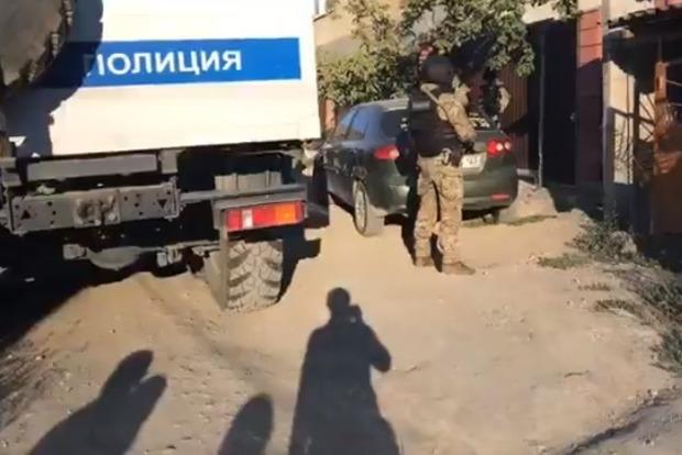 В Крыму проводят массовые обыски у крымских татар