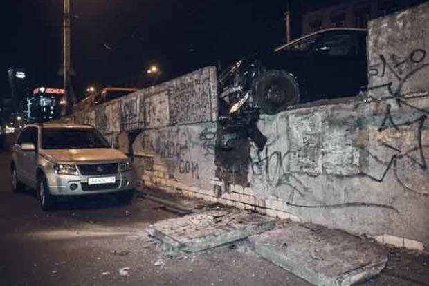 На Шулявском мосту произошло смертельное ДТП. Фото и видео