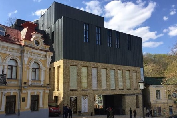 В проекте Театра на Подоле зафиксированы значительные отклонения - архитектор