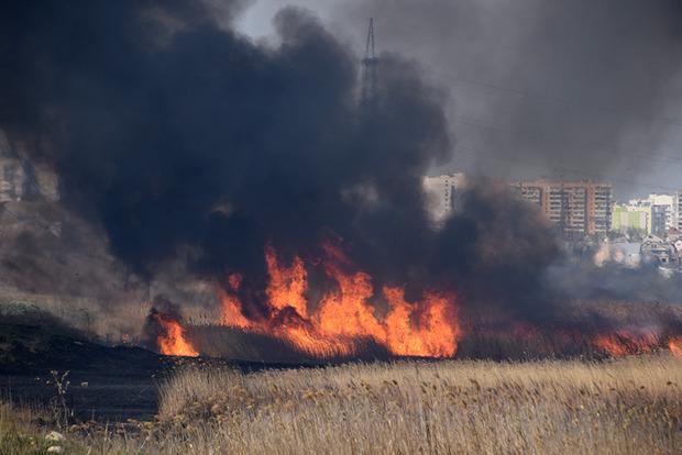 Масштабна пожежа: Миколаїв затягнуло їдким димом і гаром