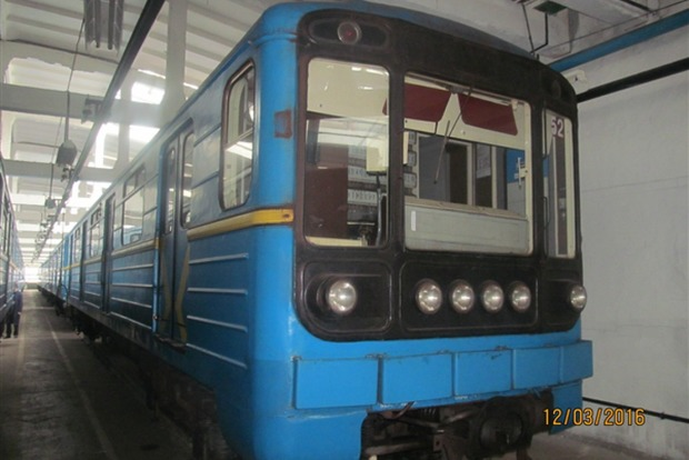 Киевское метро выставило на аукцион два вагона метро