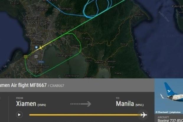 У Boeing во время посадки отвалился двигатель: видео