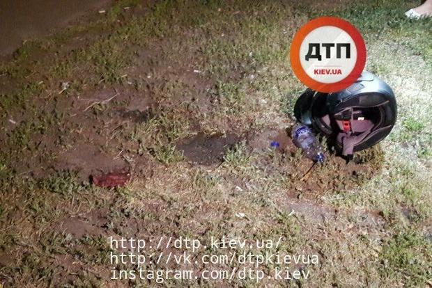 Неизвестный автомобилист расстрелял мотоциклиста в Киеве