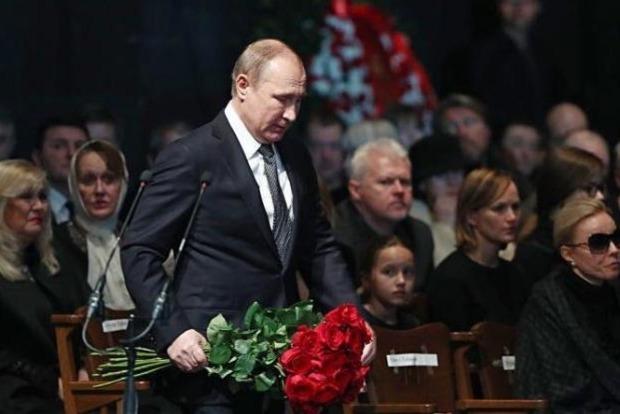Путин пришел на похорон к Олегу Табакову
