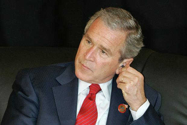 Джордж Буш-младший обвинил Кремль в желании рассорить американцев