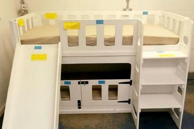 Ребенок погиб, просунув голову сквозь детали кровати