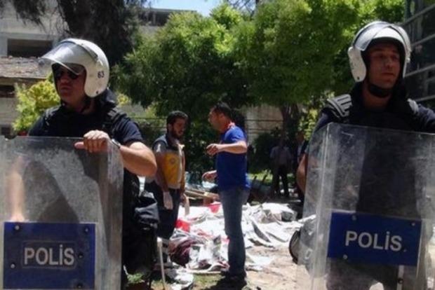 В Турции при нападении боевиков погибли 10 полицейских