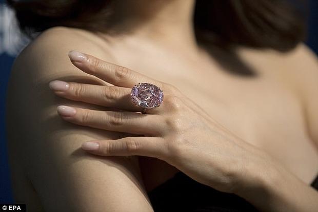 Самым дорогим бриллиантом в мире стала «Розовая звезда», проданная за $71,2 млн