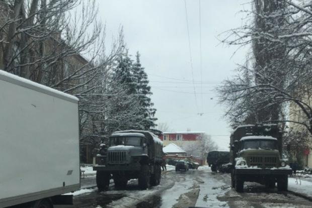 ОБСЕ показала военную технику и террористов с белыми повязками в центре Луганска