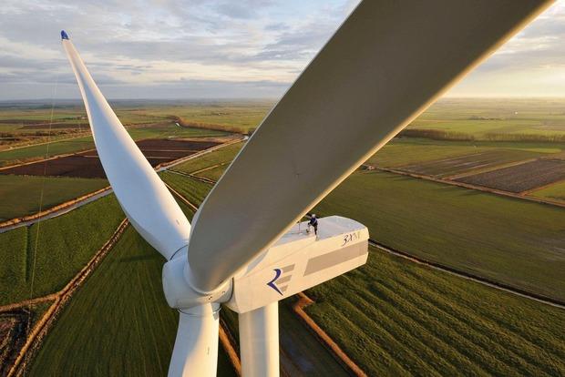 Первая в мире плавучая ветроэлектростанция заработала в Шотландии