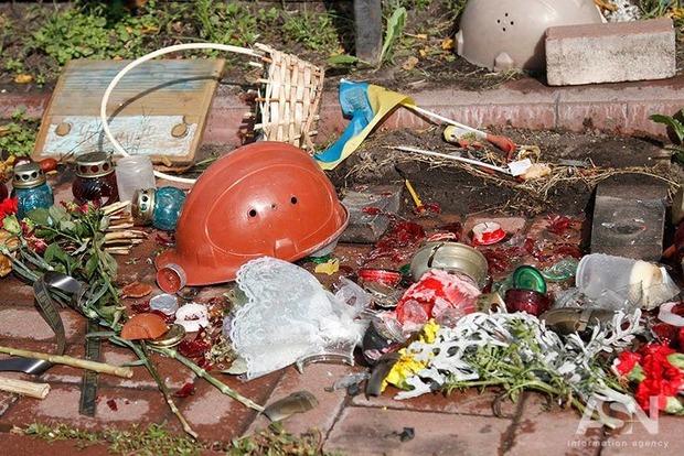 Разбившему в Киеве памятник Героям Небесной Сотни вандалу грозит три года тюрьмы