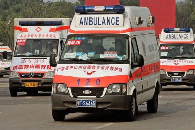 В Китае автомобиль со школьниками сорвался с моста