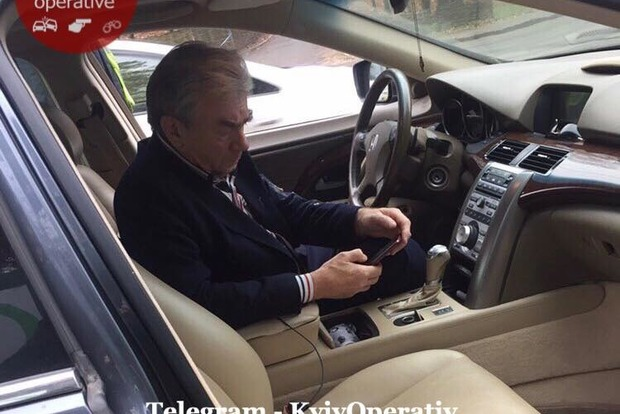 Падал и обблевал свою машину. В Киеве поймали неадекватного дипломата
