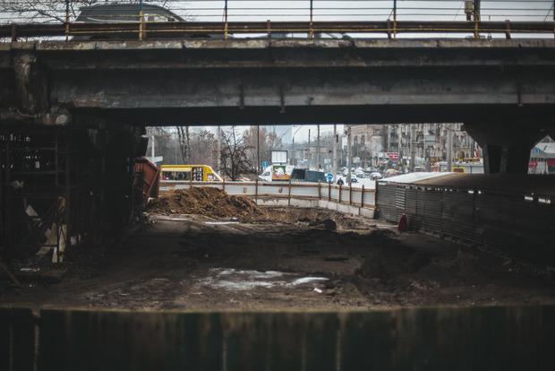 Готовьтесь к пробкам: в Киеве снесут важный мост