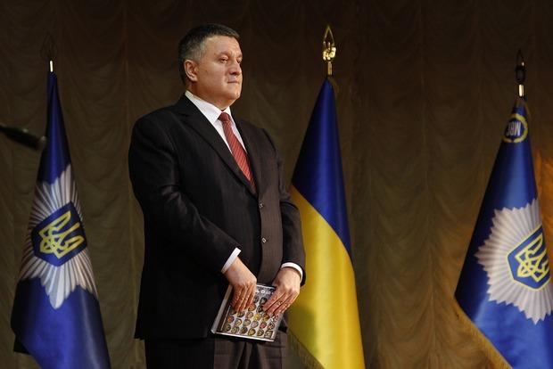 Аваков предупредил Садового и Березюка, что они будут нести ответственность за блокаду Донбасса