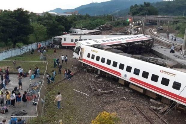 На Тайване сошел с рельс поезд: 22 погибших, около 200 раненых