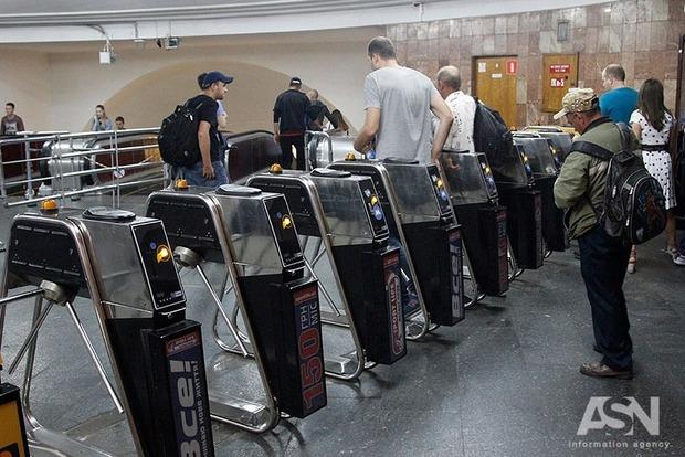 В метро Киева произошел коллапс из-за поломки поезда