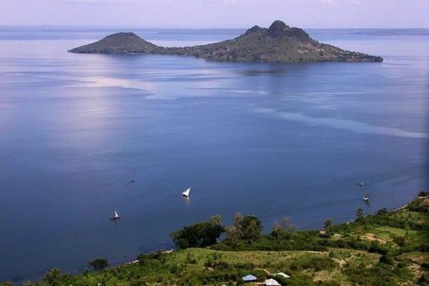 УТанзанії пасажирський автобус впав возеро Вікторія: загинули 12 людей