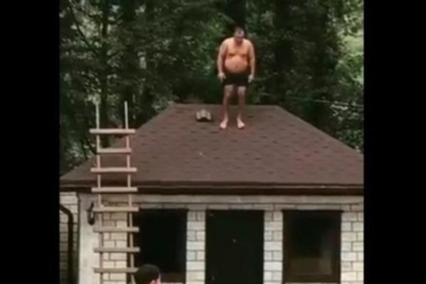 Почему никогда не стоит прыгать с крыши в бассейн. Смертельное видео (18+)