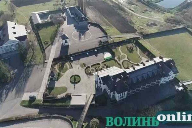 VIP-вера: В монастыре кумы Медведчука нашли вертолетную площадку