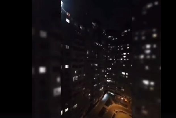 Киевляне всем двором спели с балконов песню Тины Кароль