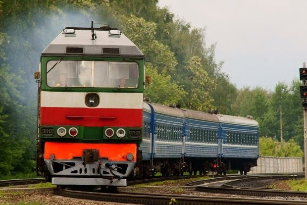 Воздушная волна затянула женщину под колеса поезда Киев-Одесса