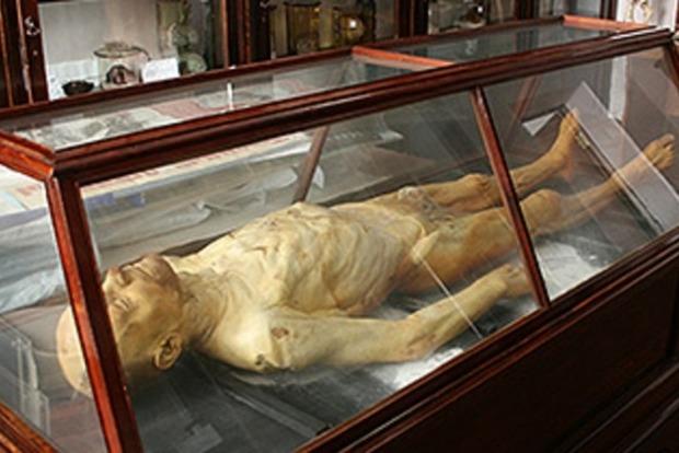 Мавзолей з мумією Леніна закриють