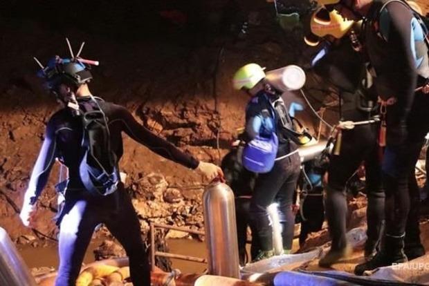 Спасение подростков из затопленной пещеры в Таиланде: восемь из 12 уже на поверхности