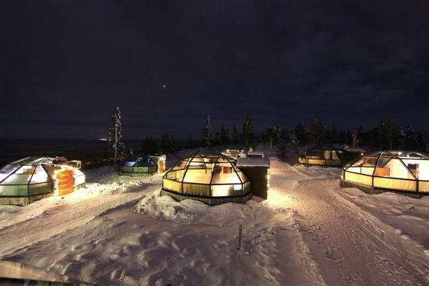 Полюбоваться Северным сиянием, не вставая с кровати, теперь можно в Лапландии