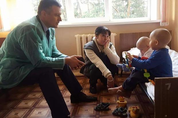 Нерадивая мать на двое суток закрыла малолетних детей в квартире Киева