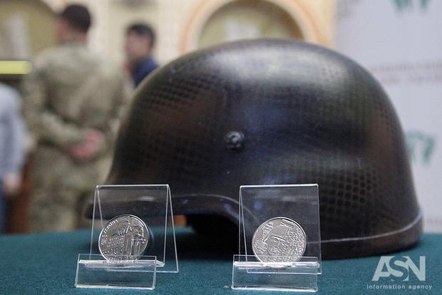 В честь киборгов из Донецкого аэропорта выпустили памятную монету
