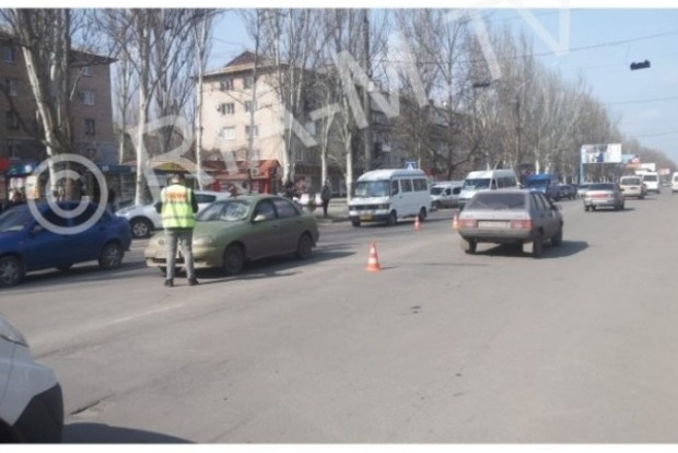 Пешеход-камикадзе попал сразу под два авто