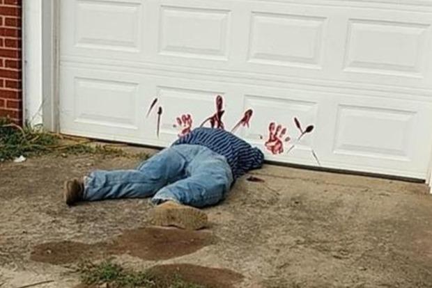 Обезглавленное «тело» накрыльце дома шокировало прохожих