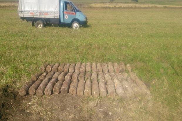 Во Львовской области во время сбора урожая нашли снаряды времен войны