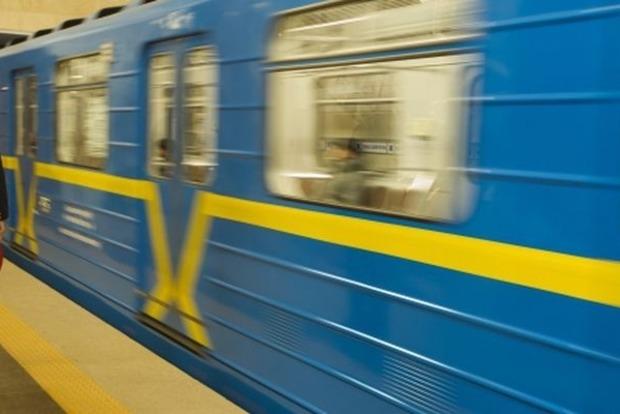 Молодой человек упал на рельсы в харьковском метро