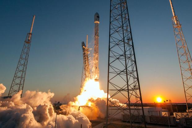 SpaceX увеличит в будущем году число запусков наполовину