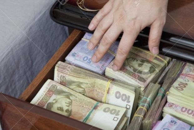 Кандидат в меры Харькова воспринял анекдот про деньги из тумбочки буквально - ему мама подарила 98 миллионов