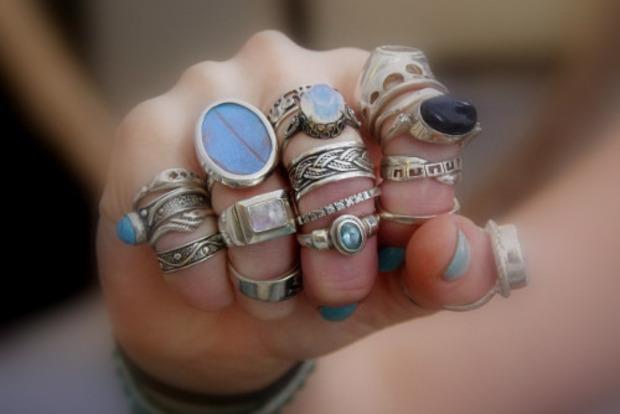 Щастя, удача або магія? Значення каблучок на пальцях у жінок і чоловіків
