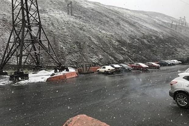 «Это нормально»: в России в разгар лета выпал снег