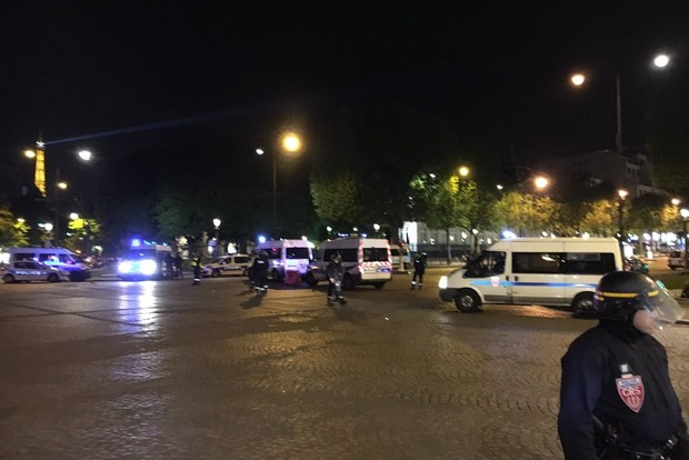 Стрельба в Париже: появилось видео с места происшествия