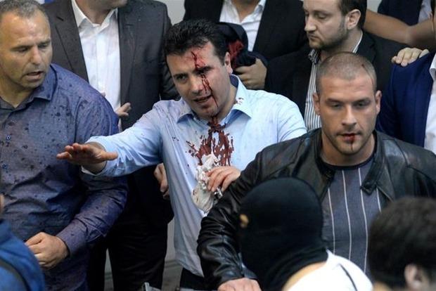 В ходе протестов и штурма парламента в Македонии пострадали более 100 человек