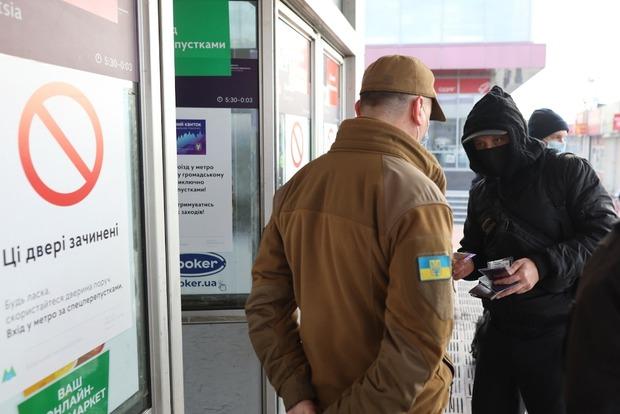 Фото к материалу: Хроники локдауна 2.0 в Киеве: транспорт пустой, такси втридорога, километровые пробки