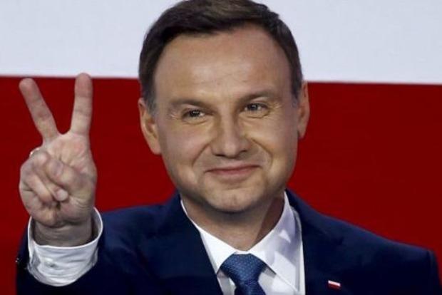 Польский президент разрешил снести все коммунистические памятники в стране