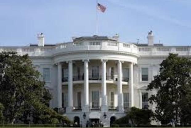 Двери Белого дома заблокированы из-за неизвестного
