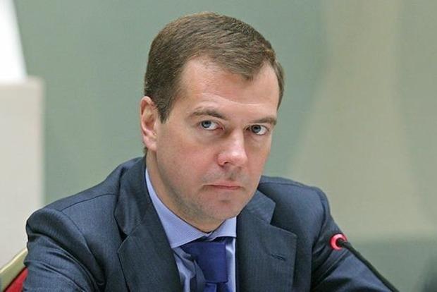 Пострадают ли гастарбайтеры? Медведев пояснил суть санкций России против Украины