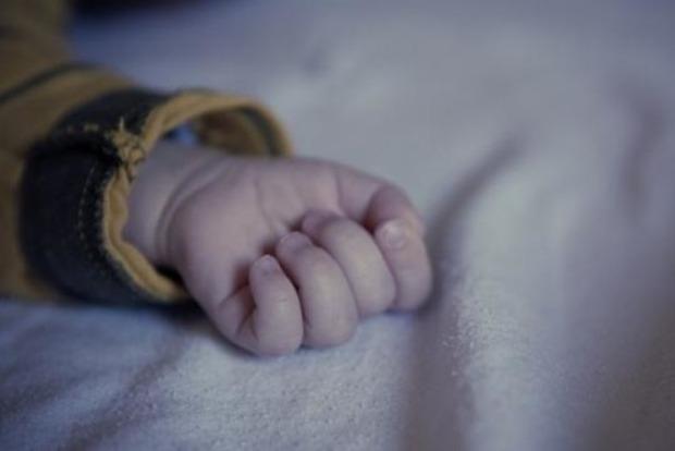Семимесячная девочка погибла за диваном, а ее сестра - отравилась. Трагедия в Одесской области