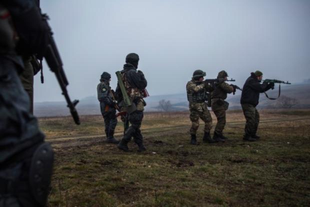 Четверо раненых: боевики 12 раз обстреляли позиции сил АТО