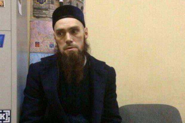 Подозрительный бородач с фото из питерского метро оказался капитаном ВДВ