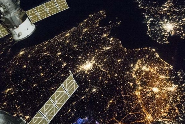 NASA показало захватывающий вид ночной Европы